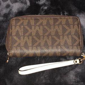Michael Kors Bags - Michael Kors multifunction wallet